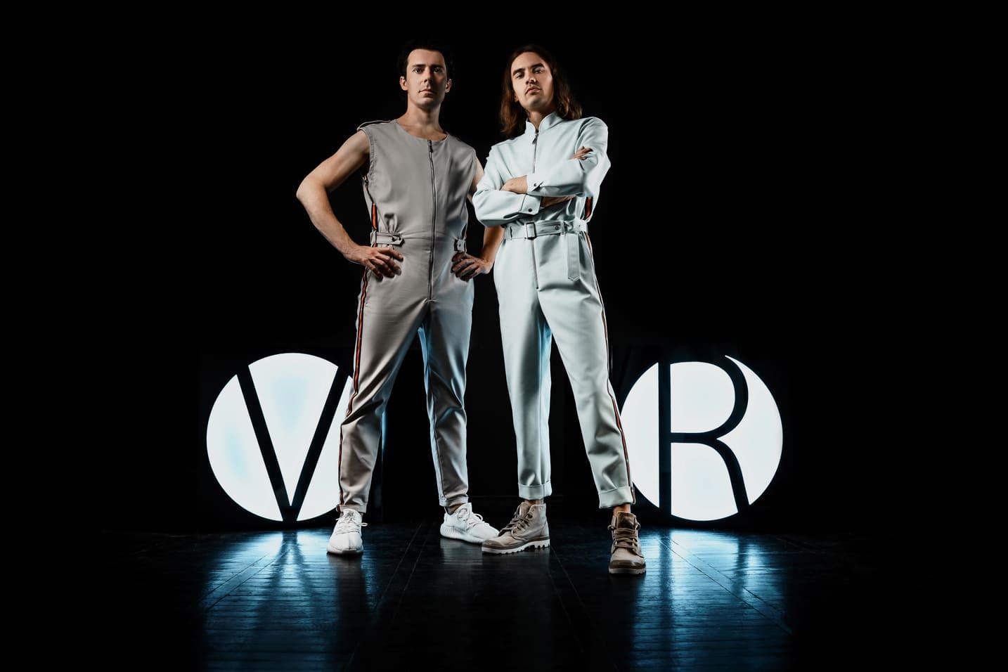 V&R MAIN (1)